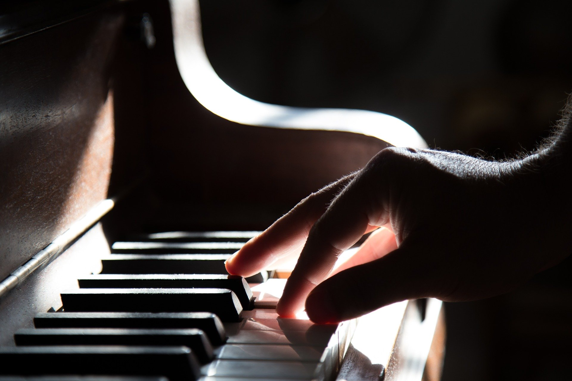 Billström trampar i klaveret
